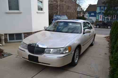 Lincoln Town Car Gold White Chrome 1979 Very Nice Barn One